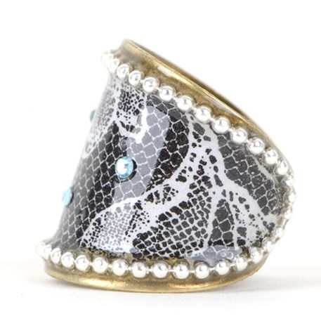 Classic ring blue crystal