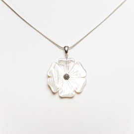 Pendant Mother-of-pearl Flower